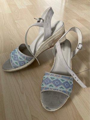 Schöne Sandalen mit Keilabsatz und Steinchen, 41