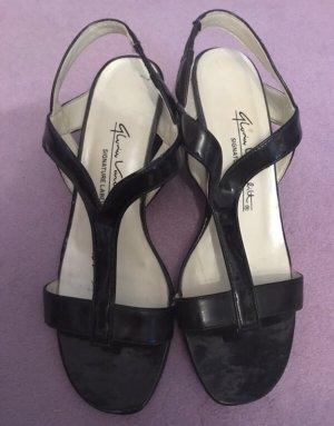 Schöne Sandalen mit kleinem Absatz