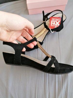Xti Sandalo con cinturino nero-oro