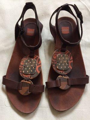 Schöne Sandalen von BOSS zu verkaufen