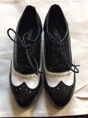 Schöne Schnürschuhe aus Lack zu verkaufen