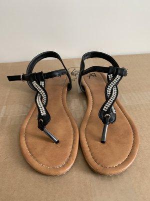 Schöne schwarte Sandaletten