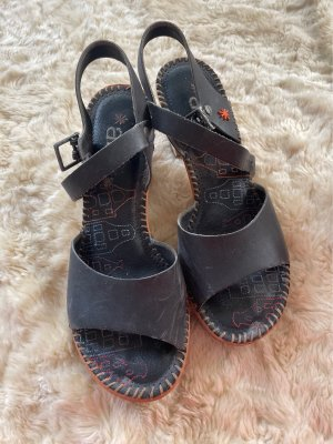 Schöne schwarze Ledersandalen