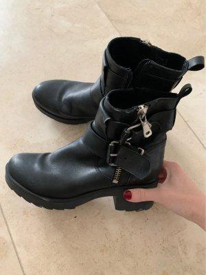 Schöne schwarze Lederstiefel