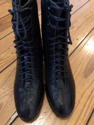 Schöne schwarze Stiefel neu ungetragen