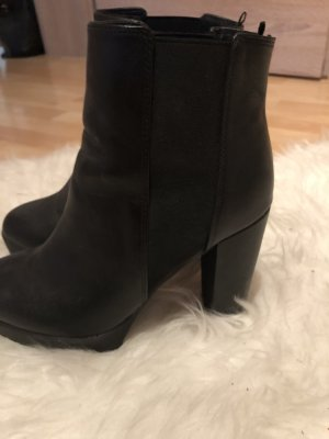 Schöne schwarze Stiefel von H&M