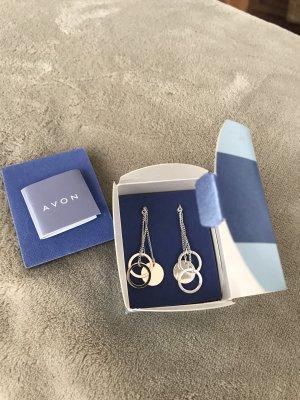 Schöne silberfarbene Ohrringe von Avon * Neu in Originalverpackung