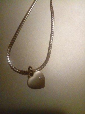 Schöne Silberkette mit Herzanhänger :) :)
