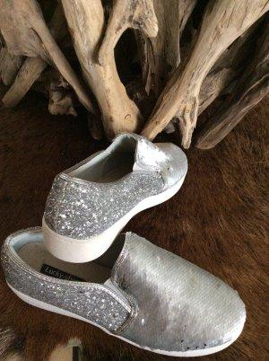 Schöne Slipper zu verkaufen +Neu+