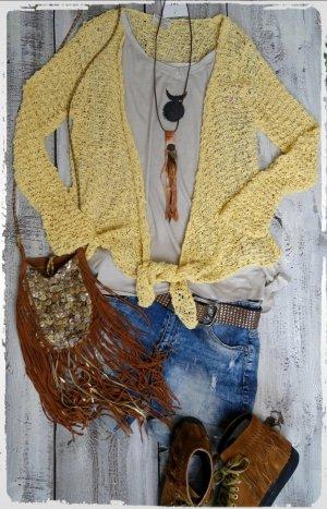 Cardigan en crochet jaune clair