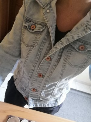 Schöne Sommerliche Jeansjacke