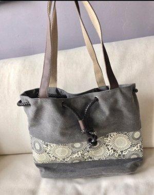 Schöne Spitzen Tasche in grau