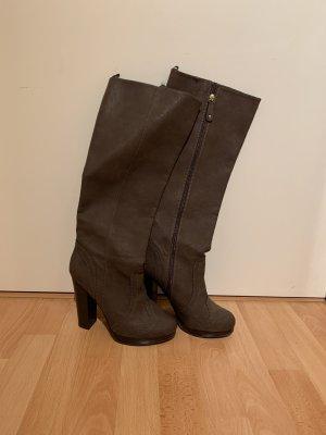 Schöne Stiefel in Braun mit Absatz