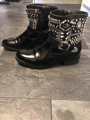 Claudia Ghazzani Zipper Booties black
