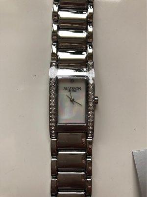 Schöne Uhr mit Diamant