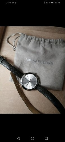 Schöne Uhr von Michael Kors mit doppeltem Armband