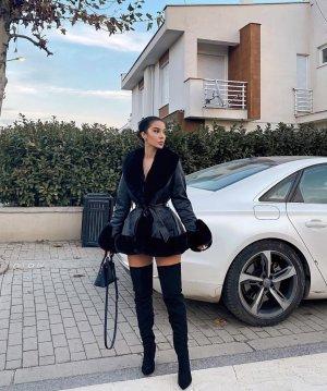 Fashion Nova Kurtka ze sztucznym futrem czarny