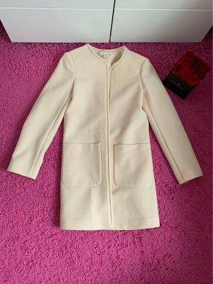 Schöner dünner mantel