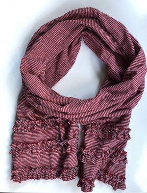 Schöner gestreifter Schal mit Rüschen