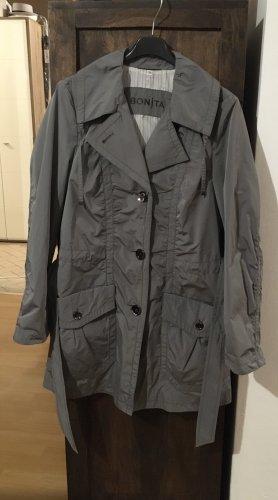 Schöner grauer Mantel von Bonita