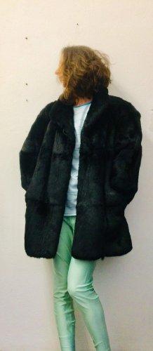 Futrzany płaszcz czarny