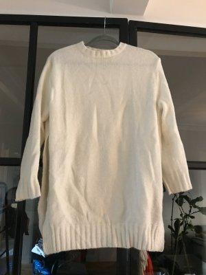 Schöner Longpullover von Zara Knit mit langen seitlichen Schlitzen.