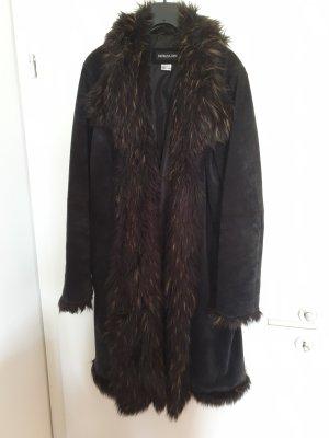 Schöner Mantel aus Echtleder mit Kunstpelz