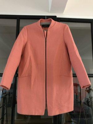 Schöner Mantel von Zara Basic in kräftigem rosa.