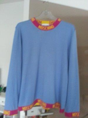 Schöner modischer Pullover von Moschino
