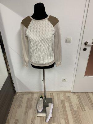Schöner Pullover in Beige-Tönen