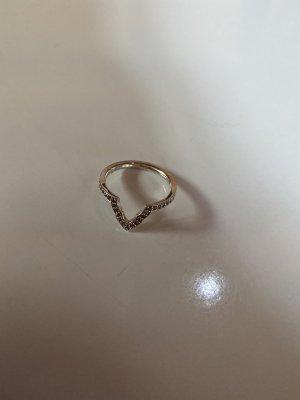 Schöner Ring mit Glitzersteinchen