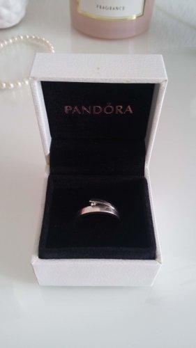 Schöner Ring mit Zirkoniastein aus 925er Silber