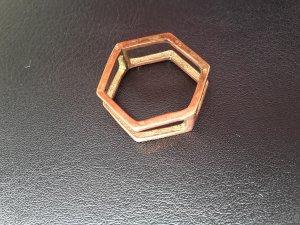 Schöner Ring sechseckig Wabenform