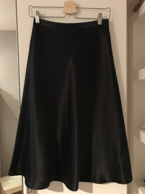 Schöner Satinrock in schwarz