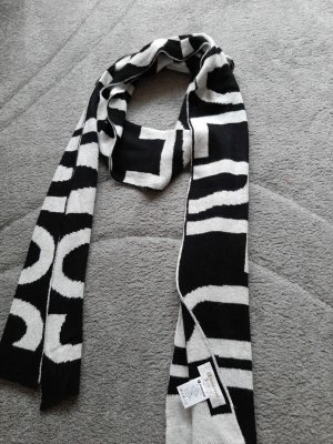Rich & Royal Woolen Scarf white-black