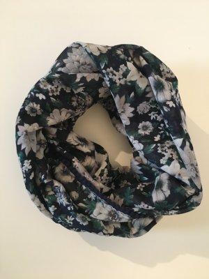 Schöner Schal mit floralem Muster