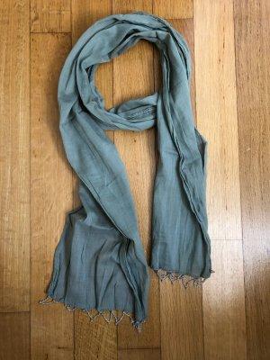 Schöner Schal mit Perlendetail!