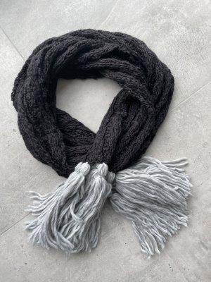 Schöner Schal schwarz/grau mit Fransen