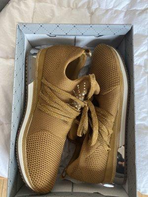Schöner Schuh mit Glitzer