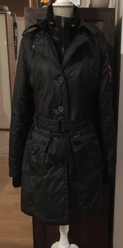 Schöner schwarzer Mantel von KHUJO