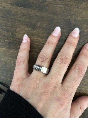 Schöner silberner Ring
