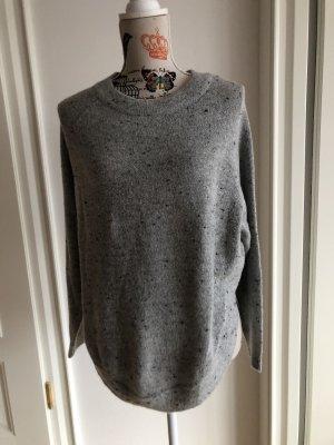 Schöner warmer Pullover in Grau, in sich gemustert