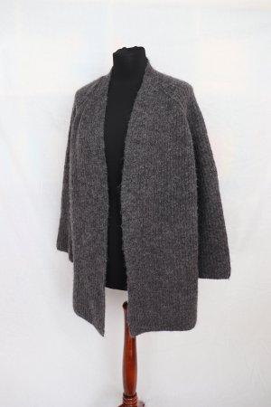 Schöner weicher grauer Cardigan Strickjacke von Zara Größe M