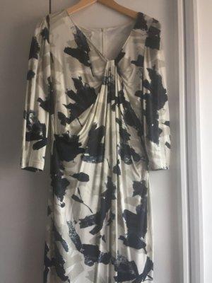 Schönes angenehmes Sommerkleid von der Marke Apanage in schickem Design.