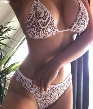 Schönes Bikini Set Bademode beige mit weißer Spitze Häckelei Guipure
