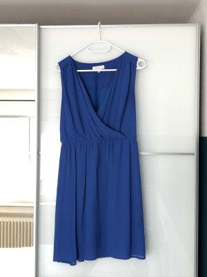 Schönes blaues Kleid