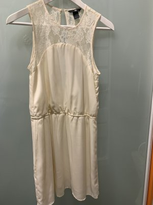 Schönes Champagner-Kleid