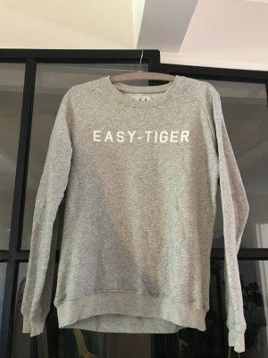 Schönes dünnes Sommersweatshirt von Zoe Karssen.