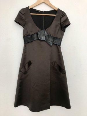 Schönes dunkelbraunes Armani Kleid