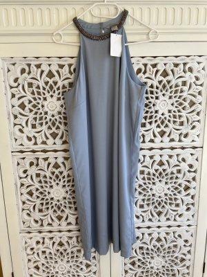 Schönes elegantes Kleid in hellblau